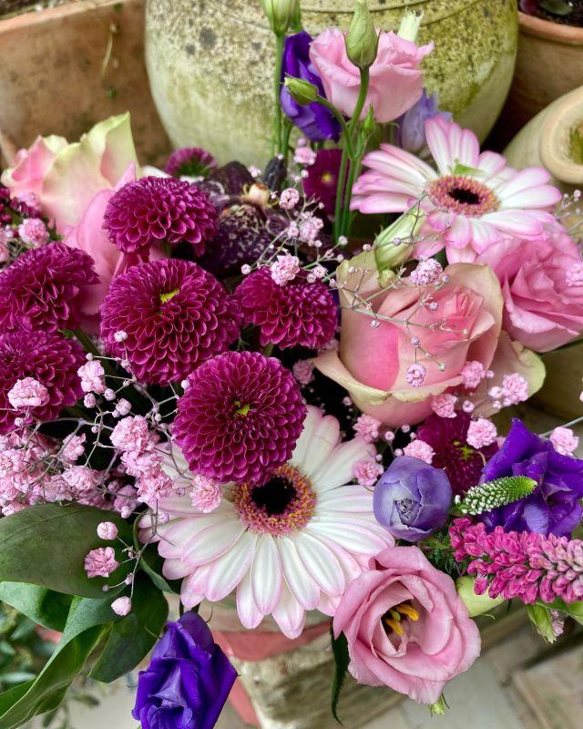 Feliz reconocimiento a todas las Madres ✨🌸 . . Zorionak Ama guztiei ✨🌸 . . #diadelamadre #amareneguna #diadelamadre2021 #flores #floristeria #floristeriaacacia #gracias #eskerrikasko #tafalla #navarra #pequeñocomercio #comerciolocal