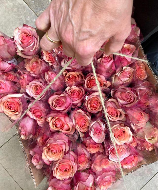 Ballet y flores 🩰💐 . . #flores #ramos #rosas #ballet #balletyflores #bailarina #ramodeflores #flowers #loreak #escueladedanzaanairala #floristeriaacacia #tafalla #navarra #comerciolocal #detalles